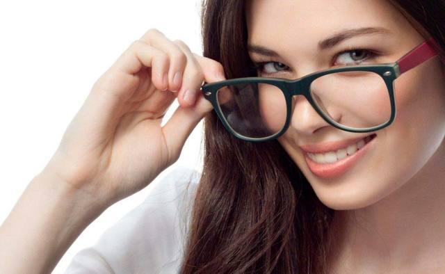Подлежат ли возврату солнцезащитные очки: условия и сроки возврата